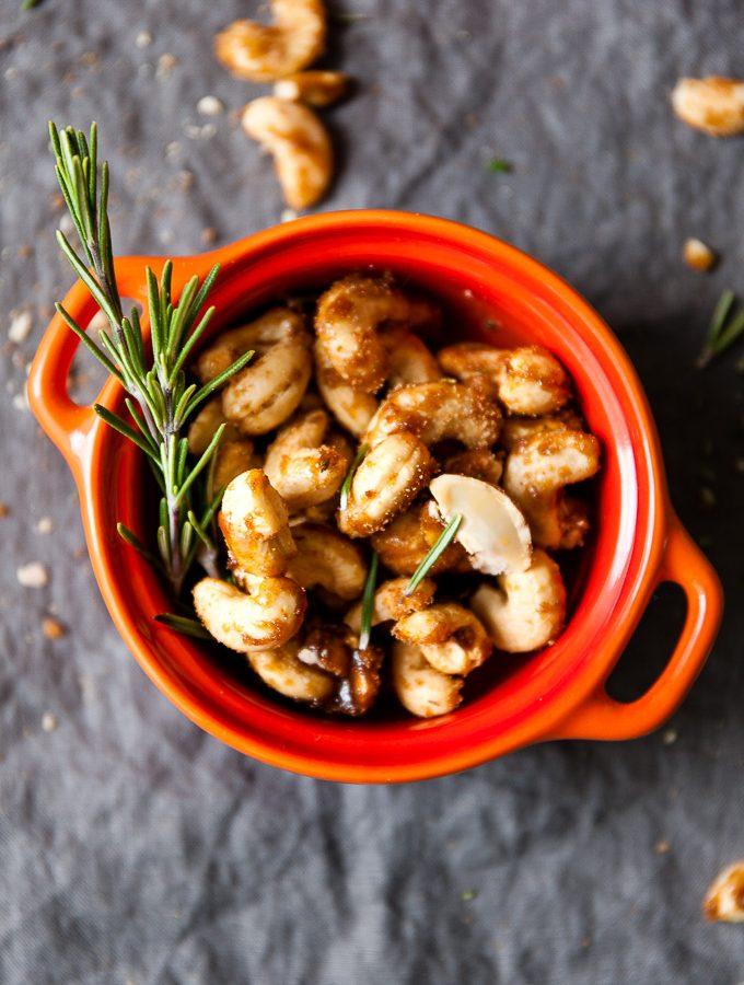 Rosemary Cashews – Spicy & Sweet